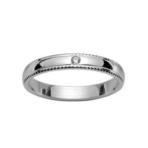 Alliance demi-jonc en argent rhodié 3mm avec bords ciselés et 1 diamant 0,02 carats