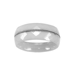 Alliance en céramique blanche facettée 8mm avec fil en acier torsadé au milieu - Vue 1