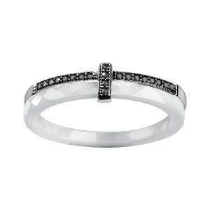 Bague en argent rhodié double anneaux : 1 en céramique blanche facettée et 1 demi-rail d\'oxydes micro-sertis noirs avec barrette en oxydes noirs - Vue 1