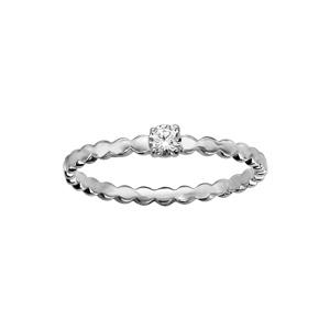 Bague en argent rhodié petit solitaire oxyde blanc serti sur anneau aux contours bosselés - Vue 1