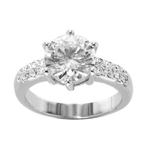 Bague en argent rhodié solitaire en oxyde blanc serti 6 griffes et petit oxydes blancs sertis sur l'anneau