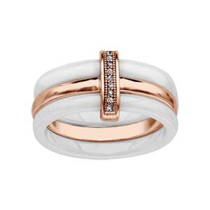 Bague en céramique blanche 3 anneaux, 2 en céramique blanche et 1 anneau au milieu en plaqué or rose avec barrette centrale ornée d\'oxydes blancs - Vue 1