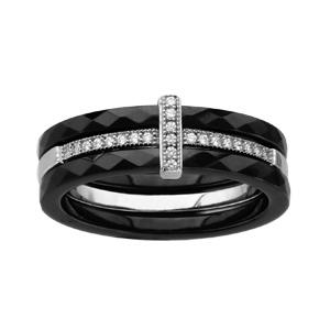 Bague en céramique noire 3 anneaux, 2 anneaux en céramique noire facetée et 1anneau central en argent rhodié avec demi-rail d\'oxydes blancs et  avec barrette d\'oxydes blancs - Vue 1