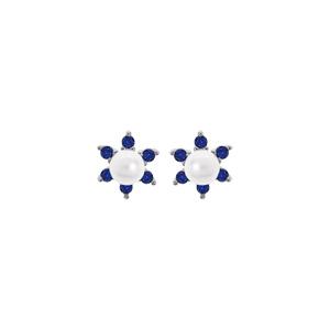 Boucles d\'oreille en argent rhodié fleur perle blanche de synthèse et oxydes bleus et fermoir poussette - Vue 1