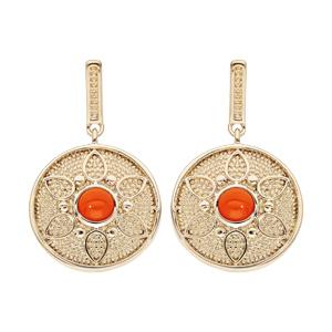 Boucles d\'oreille pendantes en plaqué or rond suspendu avec motif fleur et pierre couleur corail et fermoir poussette - Vue 1