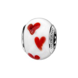 Charms Thabora en argent rhodié et verre de Murano véritable blanc décoré de petits coeurs rouges