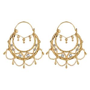 Créoles ethniques en plaqué or ornées de cristal synthétique blanc avec pampilles et chaînettes - diamètre anneaux 33mm - Vue 1