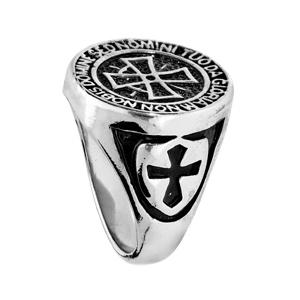 Chevalière en acier plateau rond avec croix des Templiers fond noir - Vue 2