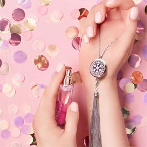 Collier avec Pendentif diffuseur de parfum médaillon fleur de lotus et pompon chaînettes - réglable 45 à 65cm - Vue 3