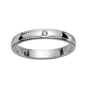 Alliance Demi-Jonc en argent rhodié 4mm avec bords ciselés et 1 diamant 0,02 carats